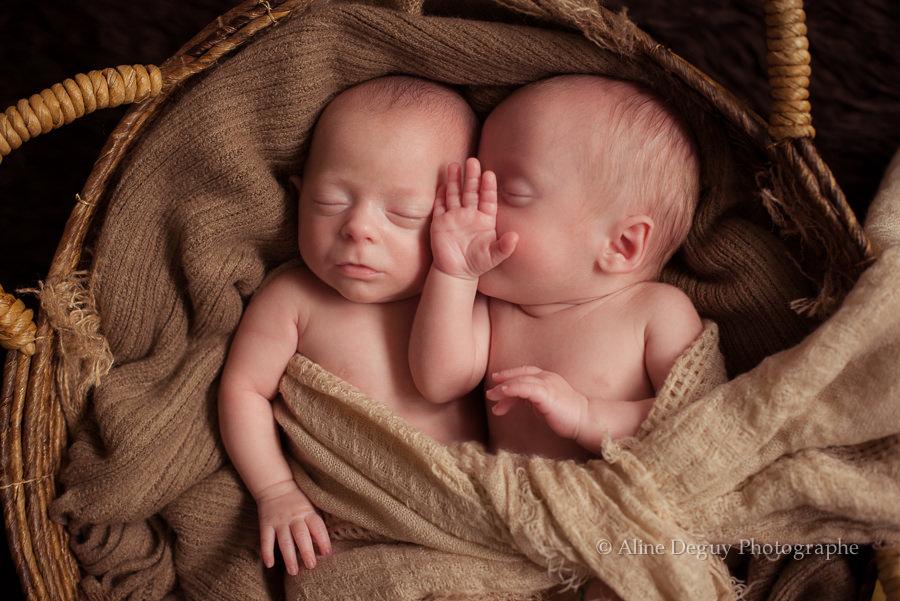 Les Bébés Filles Jumeaux : Photographe bébé jumeaux studio paris et région