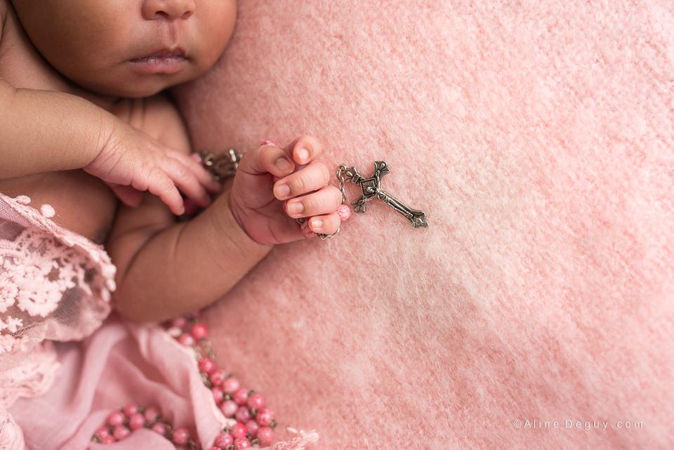 Photographe nouveau-né Paris, Aline Deguy, Photographe newborn posing