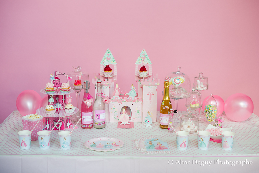 festibar, site internet, achat decoration anniversaire, sweet table, site internet, idée, candy bar, cake pops, cupcakes, etiquettes personnalisables champagne, anniversaire fille, thème princesse, paris, photo, aline deguy