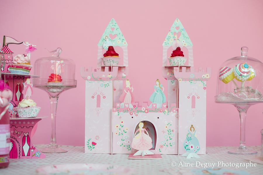festibar, site internet, achat decoration anniversaire, sweet table, site internet, idée, candy bar, cake pops, cupcakes, etiquettes personnalisables champagne, anniversaire fille, thème princesse, paris, photo, aline deguy, rose