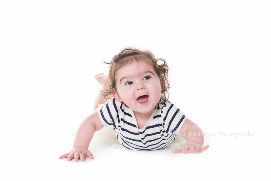 Photographe bébé, studio, fond blanc, Paris
