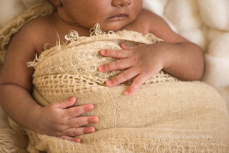 Photographe, bébé, mains, naissance