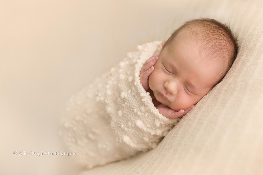 photographe, bébé, newborn posing, France, Paris, nanterre, Puteaux, Rueil, Suresnes, Aline Deguy